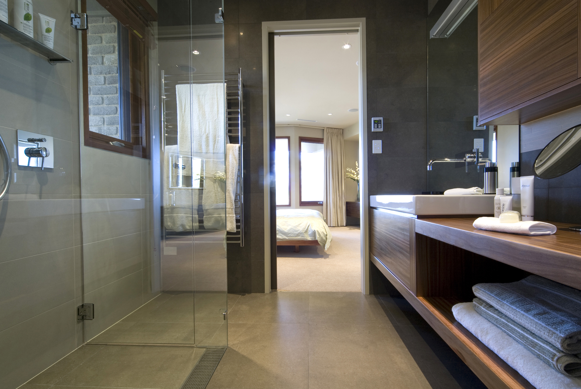 FEATURED-Frameless-shower-screen-in-bathroom