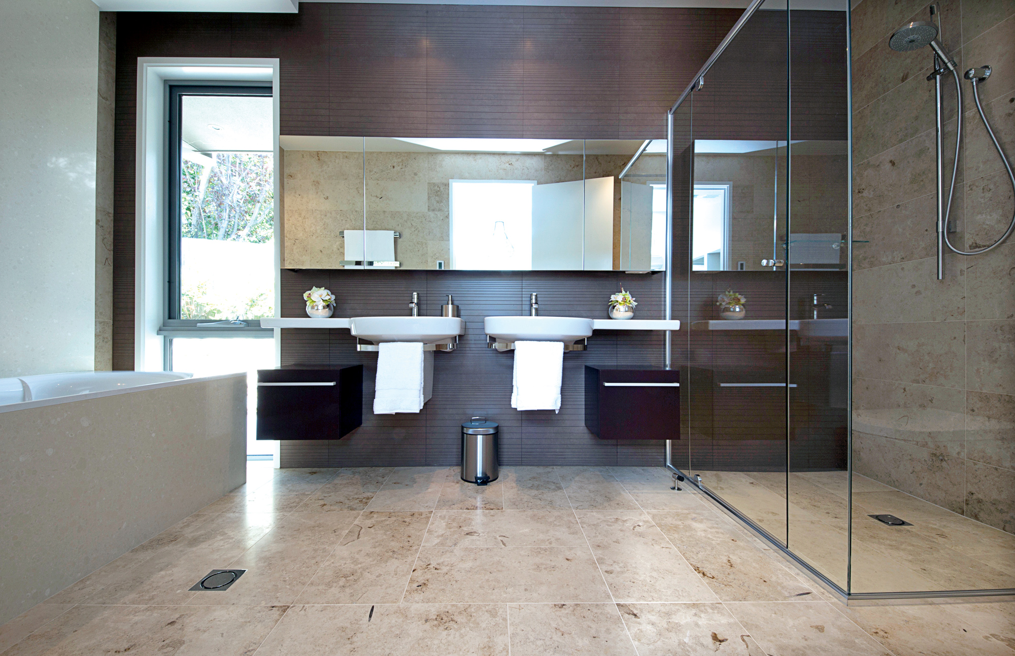 FEATURED-Semi-frameless-shower-screen-with-return-and-pivot-door
